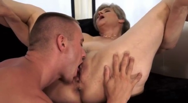 смотреть оральный секс зрелых